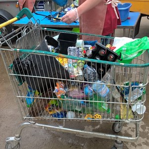 Image: Plastic rubbish in a shopping trolley