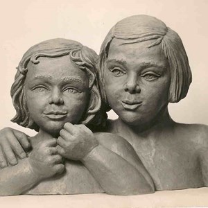 Statue of sisters, Sonja and Lindy by Margarete Klopfleisch